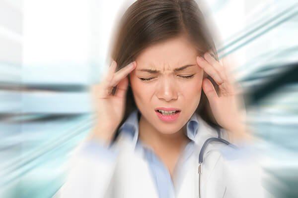IMAGE - Lady with migraine