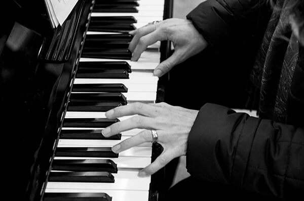 IMAGE - Playing the piano