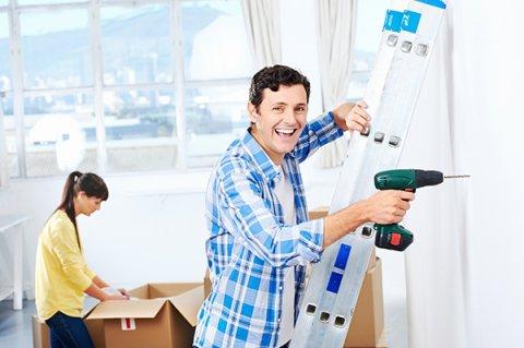 IMAGE - Couple doing DIY