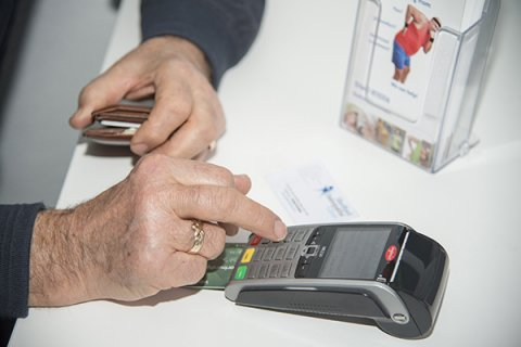 IMAGE - Paying by credit card